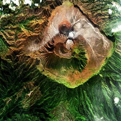Les volcans javanais Batok et Bromo (image satellite)