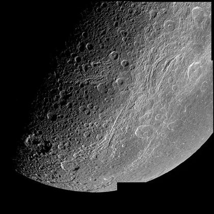 Dionée, une des lunes de Saturne