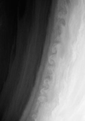 Turbulences dans l'atmosphère de Saturne