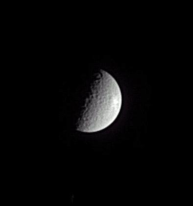 Impact de météorite sur Rhéa, lune de Saturne